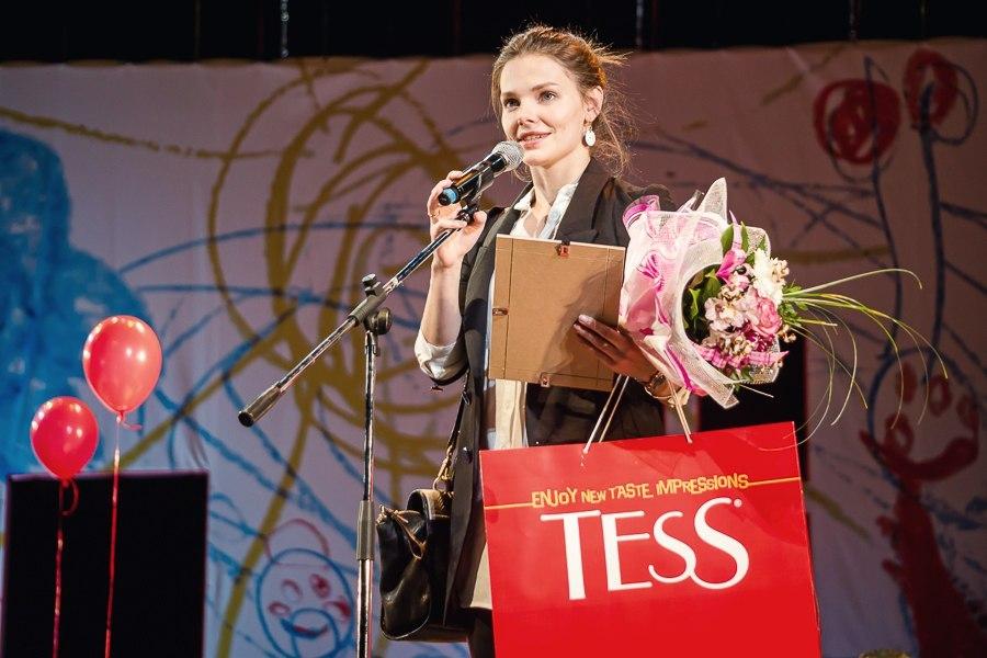 Лиза Боярская получает премию Прорыв